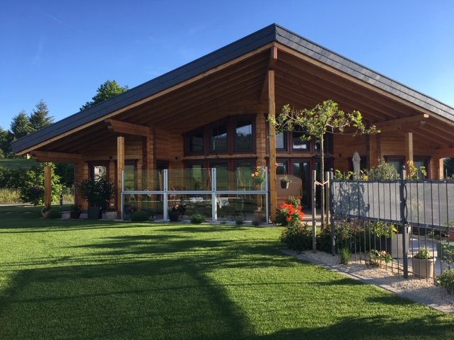 Exklusives Blockhaus - Architektenhaus - Hanghaus