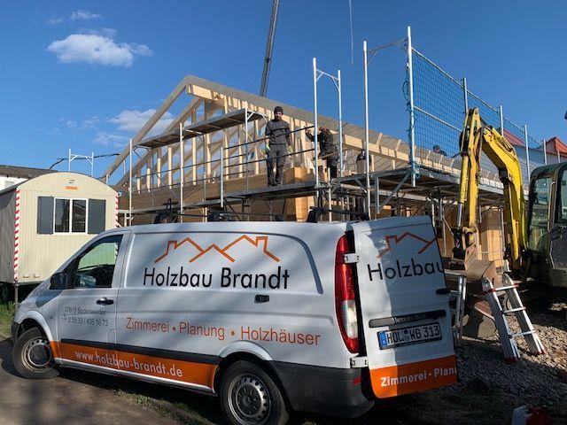Blockhausbau - Dachstuhl und Giebel sind fertig