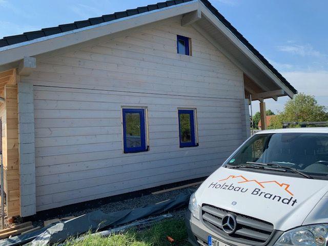 Blockhaus mit Farbe - Ebenerdiges Einfamilienhaus
