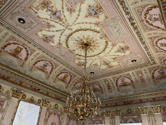 Historische Decken im Landtag Wiesbaden müssen geschützt werden, bei den Sanierungs- und Zimmermanns Arbeiten