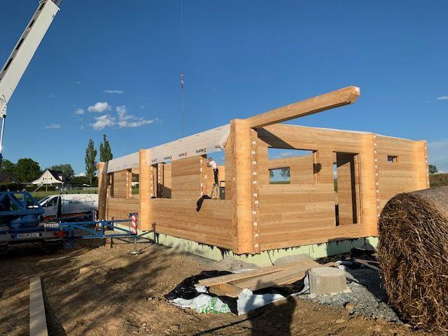 Holzhaus in massiver Blockbauweise wird in Kulmbach errichtet