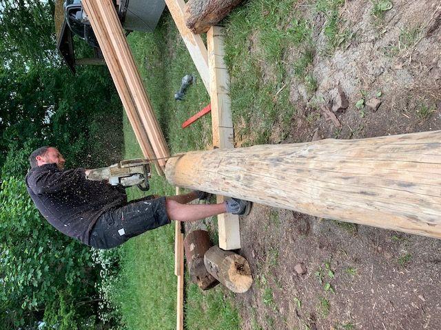 Es werden neue Bauteile aus Holz angefertigt