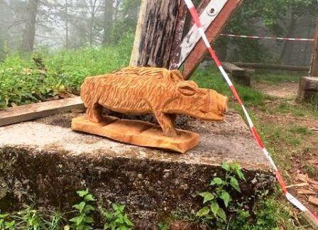 Kettensägenkust - Die Handwerker schnitzen Wildschweine mit der Motorsäge