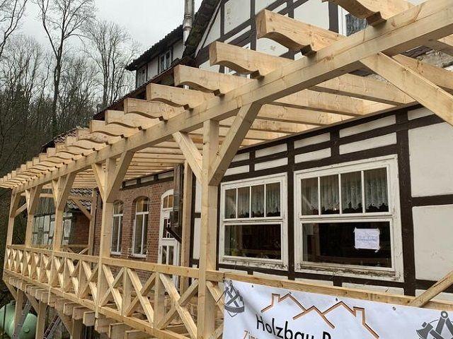 Zimmerei - Holzbau Brandt - Neue Terrasse wird gebaut - Gasthaus Sievershagener Mühle - Fachwerkhaus - Niedersachsen