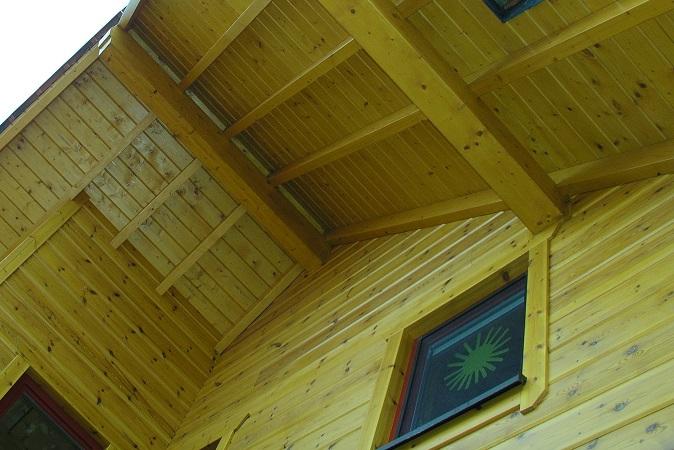 Holzhaus Brandt - Blockhausbau - Wohnblockhaus - Dachüberstand
