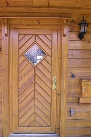 Holzbau Brandt - Eingangstür eines Wohnblockhauses - Singlehaus