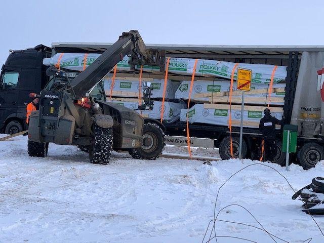 Holzbau Brandt - Blochaus Bausatz aus Finnland ist in Bayern pünktlich angekommen