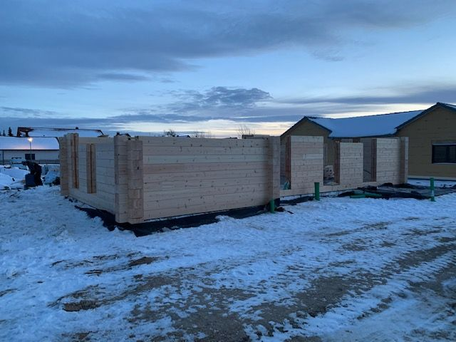 Winterbau in Bayern - Massivholzhaus - Ebenerdiger Bungalow - Baustelle - Blockhausbau - Blockhaus bauen