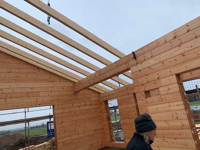 Blockhausbau im Winter - Blockhaus mit Komplettmontage - Sparren