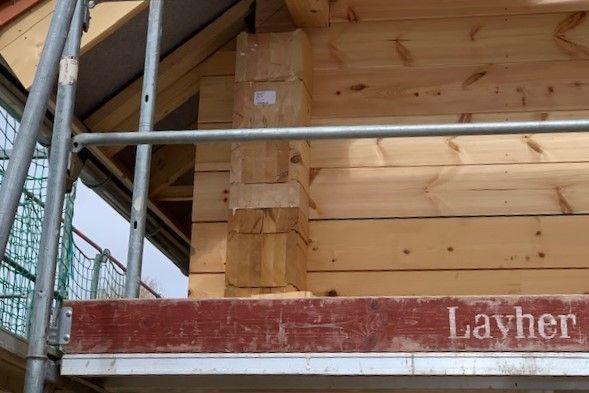 Holzbau Brandt - Kniestock - Blockhaus  Montage - Kleines Holzhaus