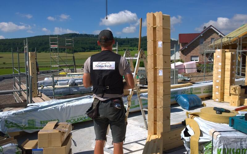 Holzbau Brandt - Aufwändiges Blockhaus -  Baustelle in Hessen