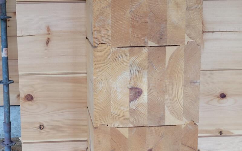 Holzbau Wolfgamg Brandt - Holzhaus in echter Blockbauweise