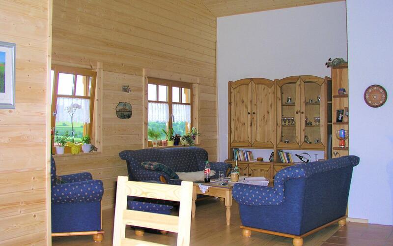 Wohnzimmer im Blockhaus am Hang