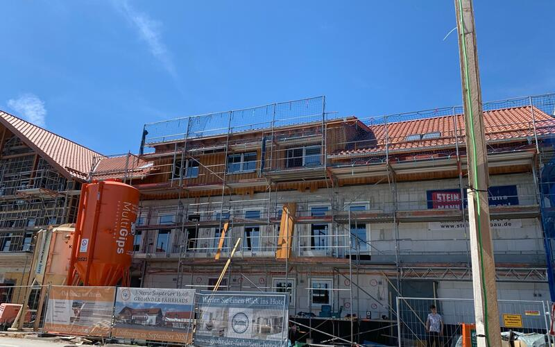 Fassadenarbeiten - Holzelemente an der Fassade