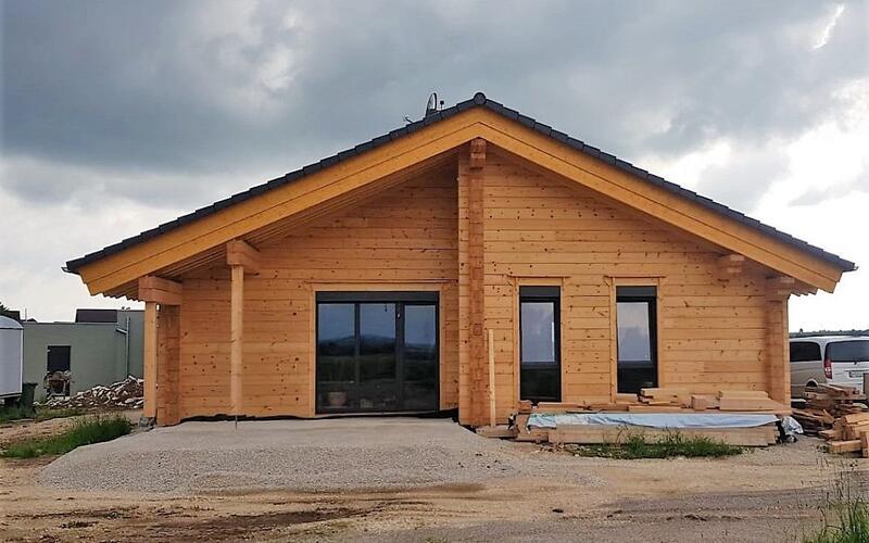 Massivholzhaus - Holzhaus in Blockbauweise - Kundenhaus in Bayern - Holzbau Brandt