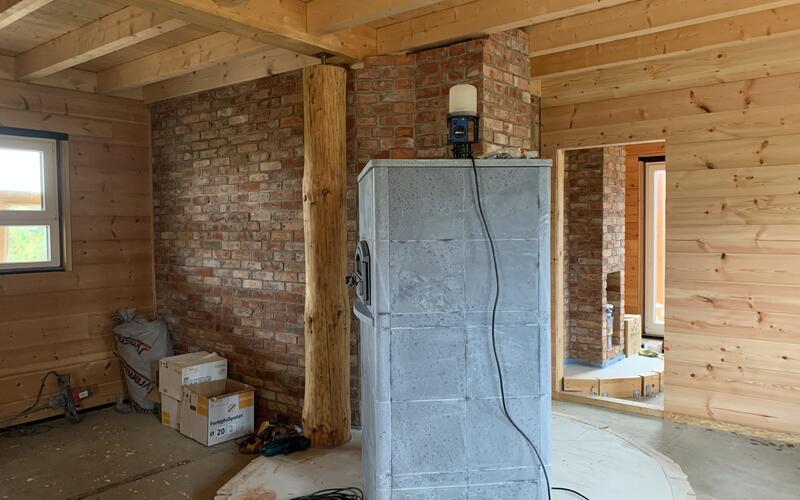 Holzbau Brandt - Kleines Blockhaus als Wohnhaus mit Kamin