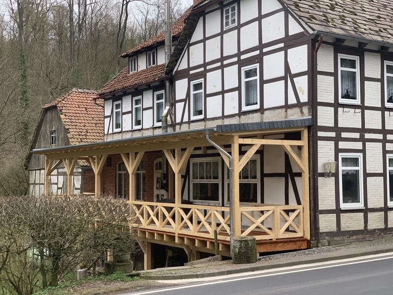 Holzbau Wolfgang Brandt - Zimmerei - Neue Terrasse gebaut - Sievershagener Mühle in Ottenstein
