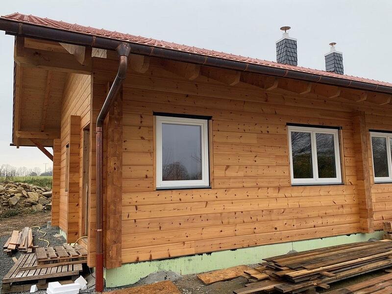 Holzbau Brandt - Holzhaus mit regendichter Montage - Wohnblockhaus in Bayern