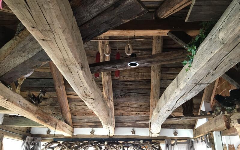 Holzbau Brandt - Uriger Wintergarten aus altem Eichenholz in Niedersachsen