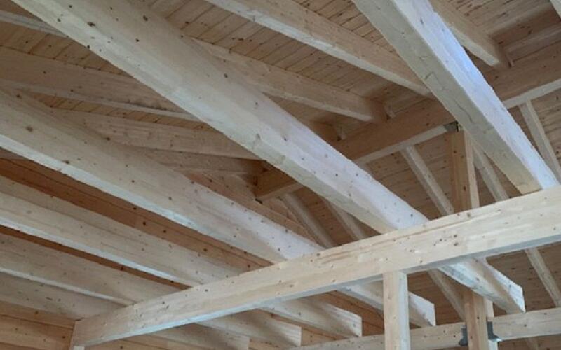 Blockhausbau - Dachkonstruktion - Finnisches Holzhaus in echter Blockbauweise - Holzbau Brandt - Niedersachsen
